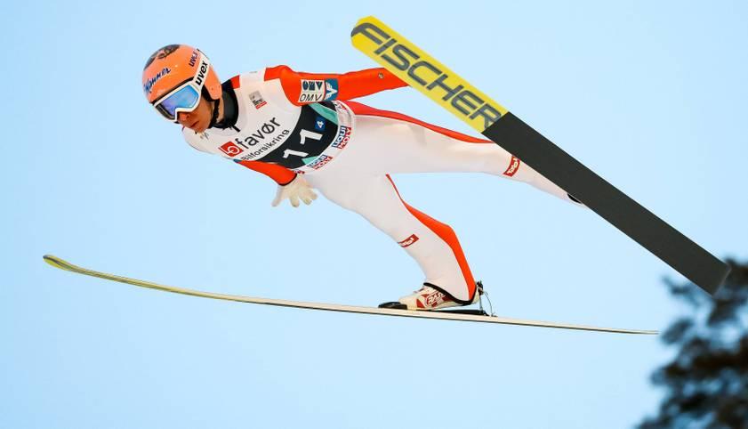 Der Traum vom Fliegen - unter den Skispringern wird er gelebt. Mittlerweile fliegen die Helden der Lüfte über 250 Meter weit