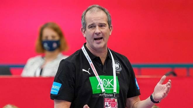 Henk Groener und die DHB-Frauen feiern Hinspielsieg