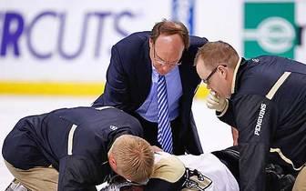 """Gegen die Pittsburgh Penguins übertrieb es der """"Goon"""" (deutsch: Schlägertyp) allerdings. Er riss den mit dem Schiedsrichter diskutierenden Brooks Orpik um und prügelte auf den am Boden liegenden Penguins Verteidiger ein. Orpik lag bewusstlos auf der Eis"""