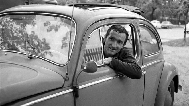 Der ehemalige Bayern-Profi Rainer Ohlhauser in seinem VW-Käfer