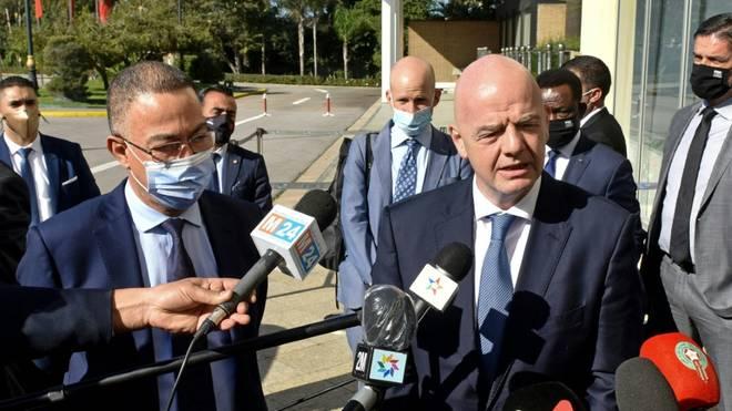 Gianni Infantino (r.) holt einen juristischen Erfolg