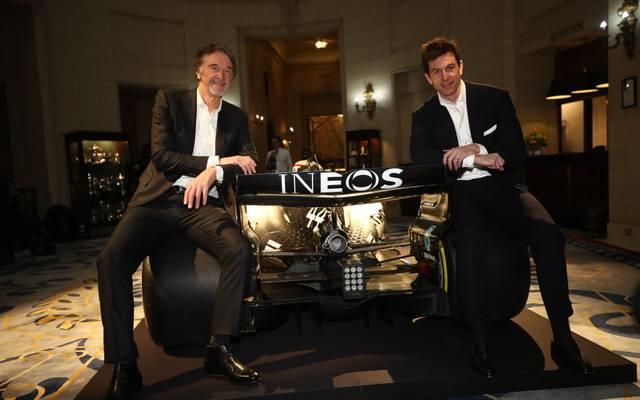 Ineos-Chef Sir Jim Ratcliffe (l.) hat mit Mercedes-Chef Toto Wolff einen Sponsorenvertrag geschlossen