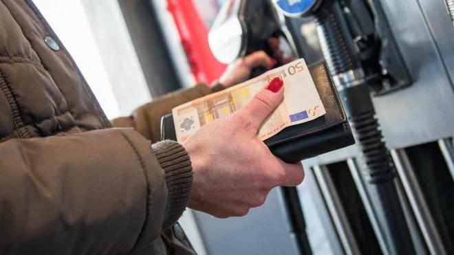 Die Spritpreise variieren im Tagesverlauf an den Tankstellen