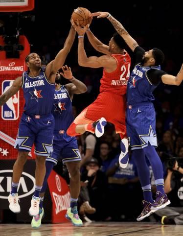 Krachende Dunks, berührende Worte in Gedenken an Kobe Bryant - und am Ende auch noch ein spannendes Spiel! Beim All-Star Game in Chicago gab es einige große Szenen. SPORT1 zeigt die Bilder