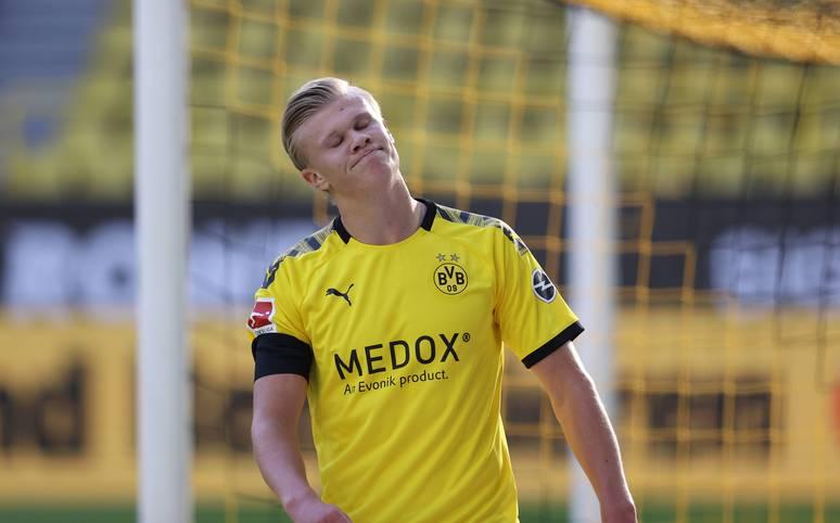 Erling Haaland musste im Bundesliga-Topspiel gegen den FC Bayern München wegen einer Knieverletzung vorzeitig vom Feld. Ein genauerer Blick auf die TV-Aufnahmen hat inzwischen deutlich gemacht, dass der Grund ein kurioser war