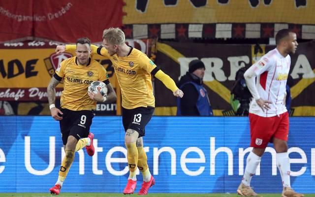 Dynamo Dresden bejubelt einen Auswärtssieg in Regensburg