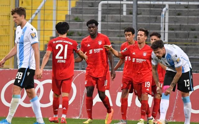 München ist rot: Der FC Bayern II jubelt gegen 1860 München