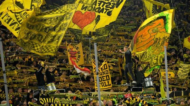 Die Ultras von Borussia Dortmund helfen älteren Menschen bei ihren Einkäufen