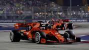 Sebastian Vettel (vorne) und Charles Leclerc liefern sich aktuell ein hitziges Duell um die Nummer 1 bei Ferrari