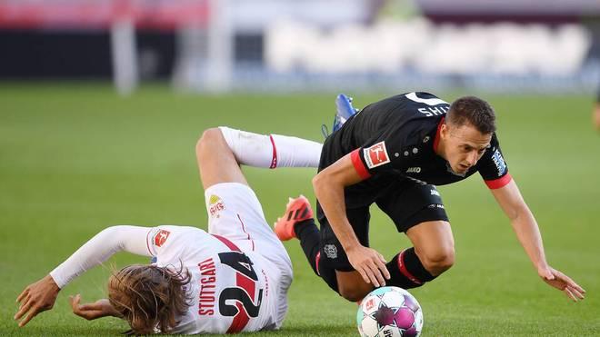 Santiago Arias (r.) verpasst mit Bayer Leverkusen den ersten Saisonsieg