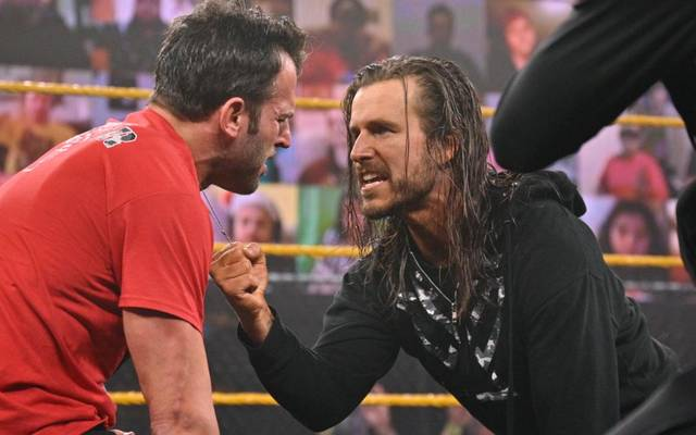 Adam Cole attackiert Undisputed Era-Mitglied Roderick Strong