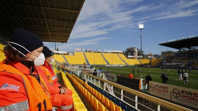 Das Stadion ist so gut wie leer - das Spiel wird kurz vor Anpfiff gestoppt