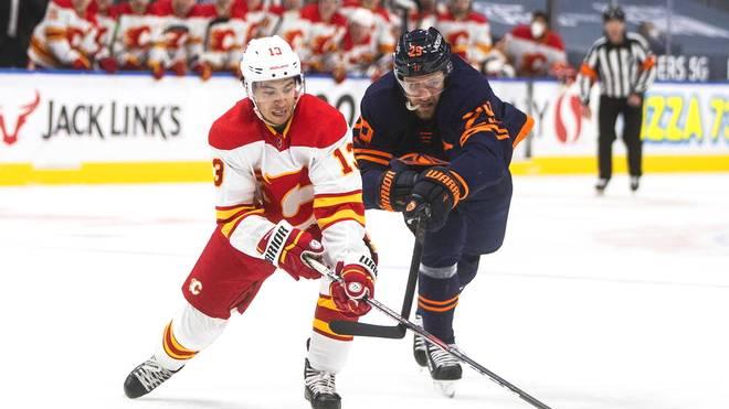 Leon Draisaitl (r.) fährt mit den Oilers einen klaren Sieg ein
