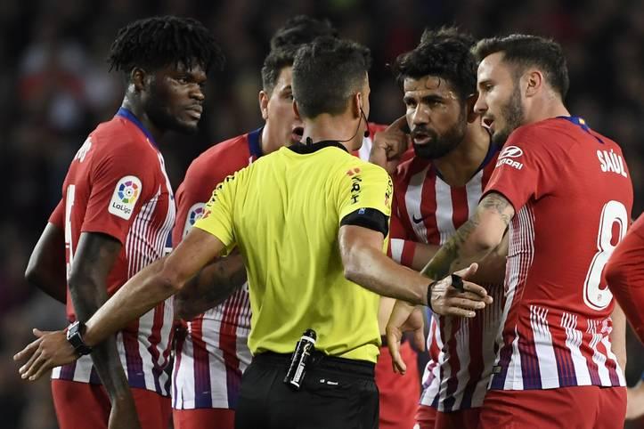 Diego Costa hat es schon wieder getan. Im Topspiel zwischen Atletico Madrid und dem FC Barcelona flog der Stürmer in der 30. Minute vom Platz