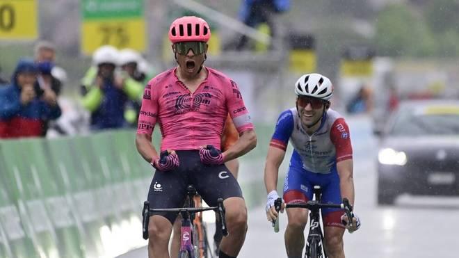 Ungewöhnlicher Anblick: Der Schweizer Radprofi Stefan Bissegger jubelt wie Fußball-Star Cristiano Ronaldo