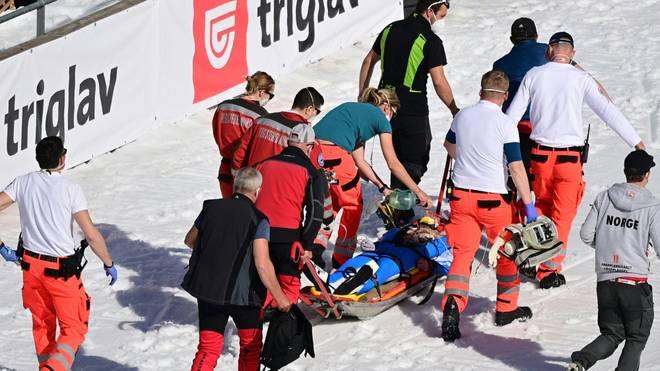 Der norwegische Skispringer Daniel Andre Tande stürzte am 25. März schwer im slowenischen Planica
