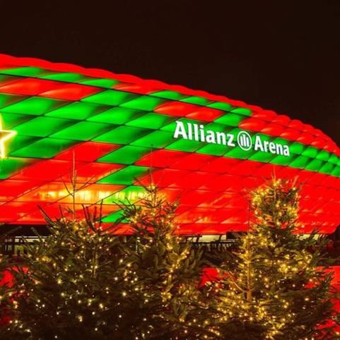 Der FC Bayern sendet Weihnachtsgrüße und verpasst der heimischen Allianz Arena eine Geschenk-Schleife, viele Stars lassen es sich gut gehen. SPORT1 zeigt, wie die Sport-Promis Weihnachten feiern