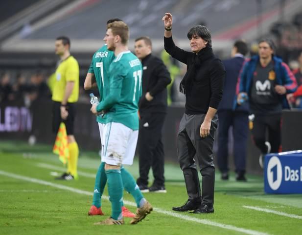 Bundestrainer Joachim Löw zeigt sich mit dem Testspiel gegen Spanien sehr zufrieden. Auch, weil er nun noch besser weiß, woran er schrauben muss. SPORT1 hat die Erkenntnisse der Partie