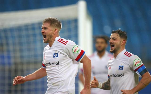 HSV-Stürmer Simon Terodde (l.) erzielte zwei Treffer gegen den SV Sandhausen