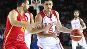 Turkey's forward Ersan Ilyasova (C) fights for the ball with Montenegro's forward Nemanja Djurisic (L)during the 2019 FIBA Basketball World Championship European qualifying group match between Turkey and Montenegro at The Ankara Sports Hall in Ankara on September 14, 2018. (Photo by ADEM ALTAN / AFP)        (Photo credit should read ADEM ALTAN/AFP/Getty Images)