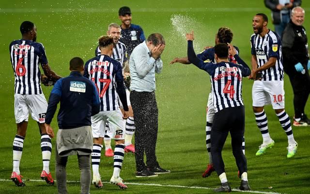 Slaven Bilic feierte mit den Spielern von West Bromwich Albion den Aufstieg