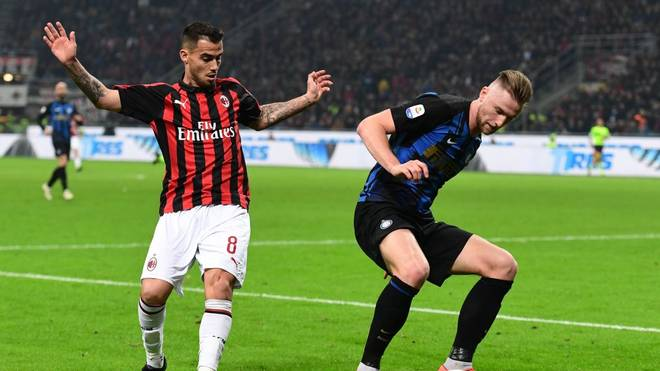 Inter Milan's Slovak defender Milan Skriniar (R) holds off AC Milan's Spanish forward Suso during the Italian Serie A football match AC Milan vs Inter Milan at the San Siro stadium in Milan on March 17, 2019. (Photo by Miguel MEDINA / AFP)        (Photo credit should read MIGUEL MEDINA/AFP/Getty Images)