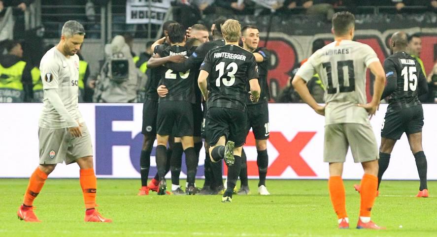Kein Sieg im Champions-League-Achtelfinale, nur Eintracht Frankfurt übersteht die erste K.o.-Runde der Europa League: Der Bundesliga droht im Europapokal ein böses Erwachen. Dabei hatte das starke Abschneiden der deutschen Teams bis Dezember noch große Träume geweckt