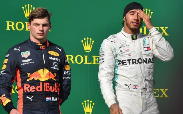 Max Verstappen (l.) ist vom Siegeszug von Weltmeister Lewis Hamilton unbeeindruckt