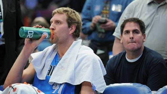 Dirk Nowitzki (vorne) und Mark Cuban feierten 2011 gemeinsam die Meisterschaft
