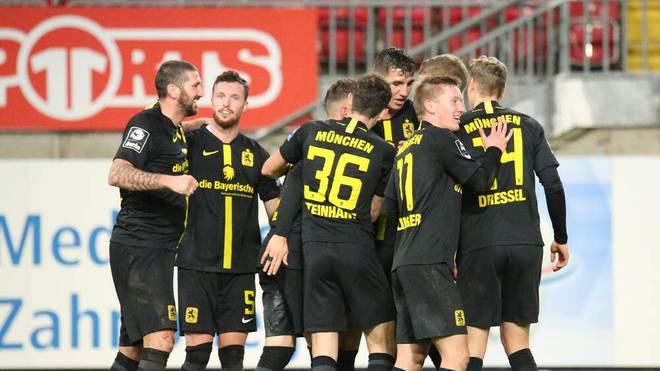 TSV 1860 feiert das Tor gegen den 1. FC Kaiserslautern