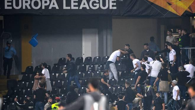 Die Fans von Eintracht Frankfurt fielen erneut durch Randale auf