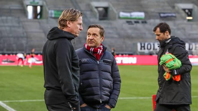 Horst Heldt (M.) setzt weiter auf Markus Gisdol