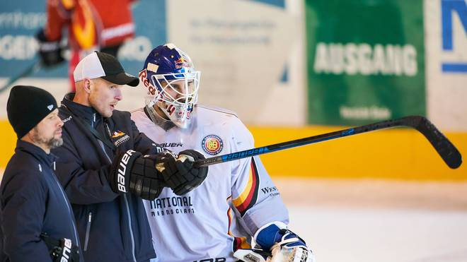 Tobias Abstreiter (l.) ist Trainer bei der U20, Toni Söderholm (M.) Co-Trainer