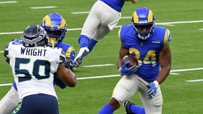 Malcolm Brown (re.) von den Los Angeles Rams holt einen Touch Down gegen die Seattle Seahawks