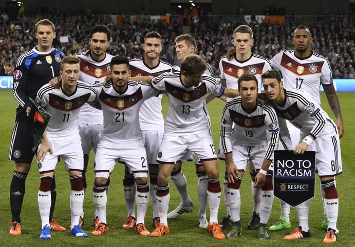 Twitter feiert seinen 10. Geburtstag. Der Kurznachrichtendienst ist auch bei den deutschen Fußball-Profis beliebt. SPORT1 zeigt die Spieler mit den meisten Followern (Stand 21. März 2016)