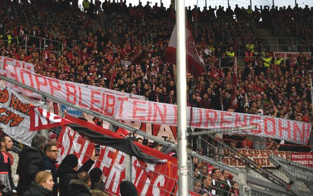 Die Fans des FC Bayern zeigten Schmäh-Plakate gegen Dietmar Hopp
