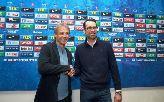 Jürgen Klinsmann (l.) und Michael Preetz im November 2019