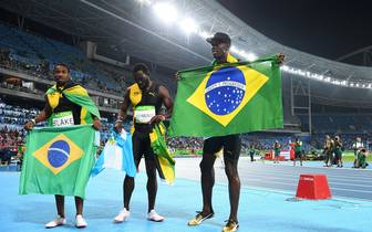 TOP: USAIN BOLTS TRIPLE-TRIPLE