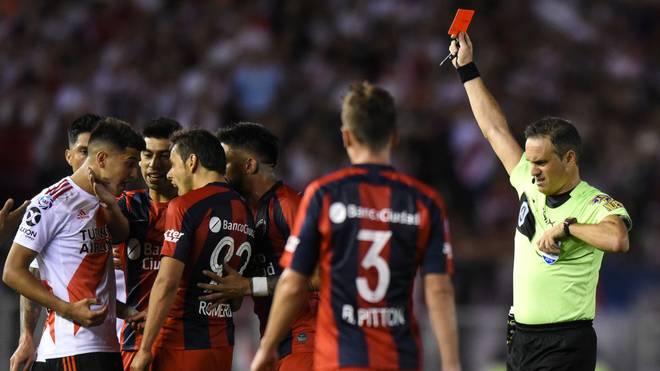 Exequiel Palacios (l.) flog im Dezember 2019 in der argentinischen Superliga vom Platz