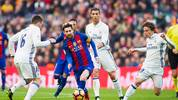 Lionel Messi und Cristiano Ronaldo im Zweikampf