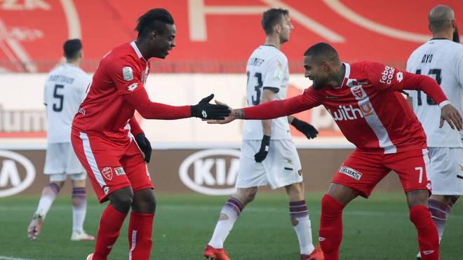 Mario Balotelli jubelt mit Kevin-Prince Boateng über seinen Treffer