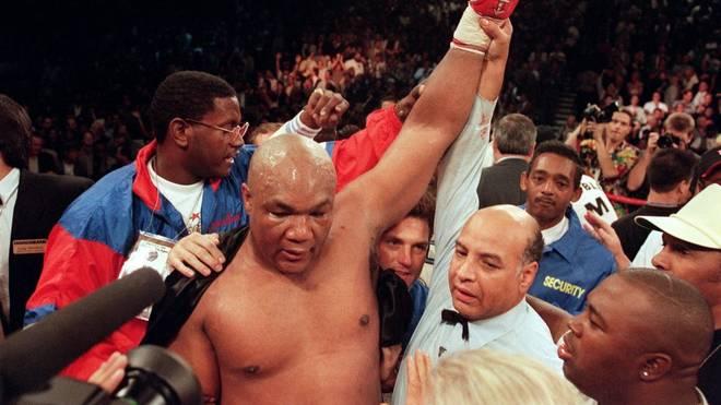 George Foreman krönte sich 1994 gegen Michael Moorer nochmal zum Weltmeister