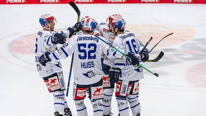 Die Schwenninger Wild Wings gewinnen in Augsburg klar