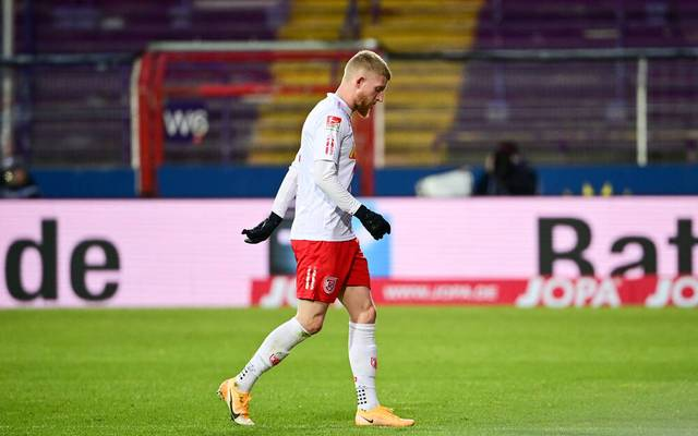 Rote Karte für Jan-Niklas Beste im Spiel der Regensburger in Osnabrück