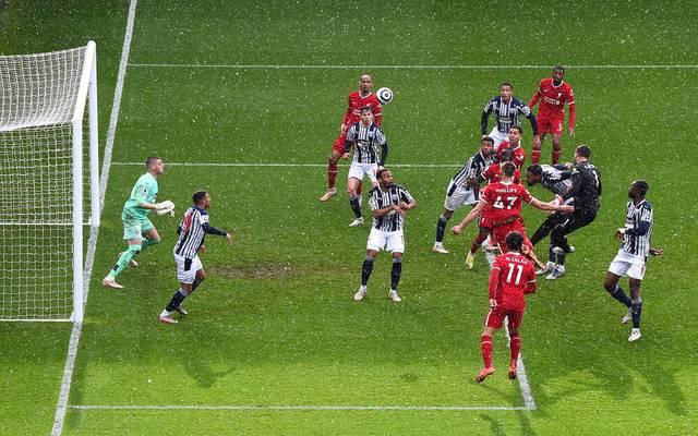 Die Szene der Partie: Liverpools Keeper Alisson trifft im letzten Moment gegen West Bromwich