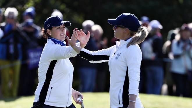 Team Europa mit der deutschen Profigolferin Caroline Masson (links) hat beim Solheim Cup einen erfolgreichen Start gegen die USA hingelegt