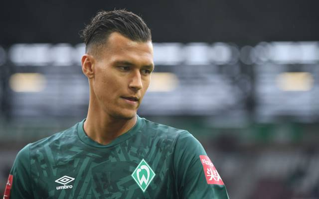 AUGSBURG, GERMANY - FEBRUARY 01: Davie Selke of Werder Bremen looks on prior to the Bundesliga match between FC Augsburg and SV Werder Bremen at WWK-Arena on February 01, 2020 in Augsburg, Germany. (Photo by Sebastian Widmann/Bongarts/Getty Images)