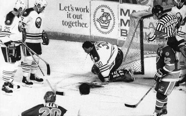 Clint Malarchuk zog sich 1989 bei einem NHL-Spiel eine absolute Horror-Verletzung zu