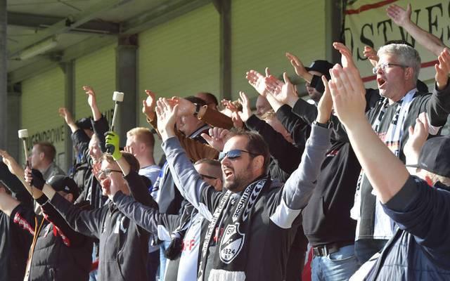 Die Fans des SC Verl beim Spiel gegen Hansa Rostock im Oktober 2020