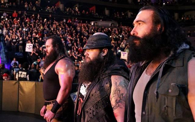 Brodie Lee als Luke Harper (r.) mit Braun Strowman (l.) und Bray Wyatt